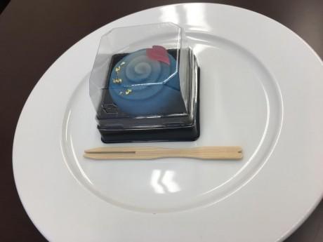 池袋東武桜に流水のお菓子